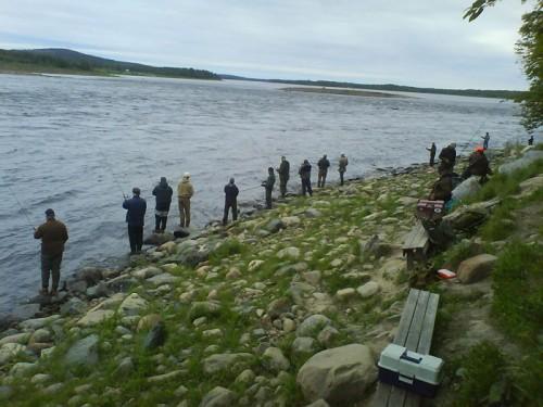 väntans tider förbi i fiskereportaget laxfiske i matkakoski i fisketidningen fiskemagasinet.se