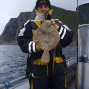 team poseidon i söröya - 2011 med en rödspätta i fisketidningen