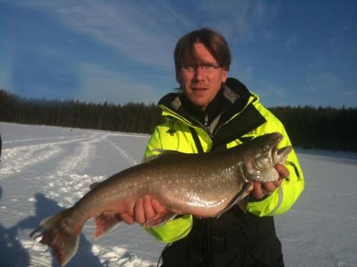 thomas jätteröding i enorm röding i fisketidningen