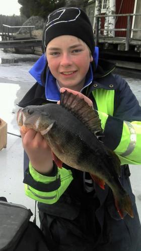 victor med borren i fisketävling med trevligt sällskap på fisketidningen