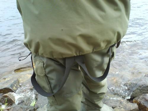 modemedvetna laxfiskare i fiskestilar och klädmode vid laxfiske i fisketidningen
