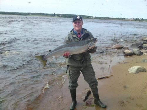 fiskestilar och klädmode vid laxfiske med lite broms på rullen i fisketidningen