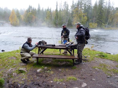vid den dimmbeslöjade ån innan flugfisket i lycka och vemod på fisketidningen