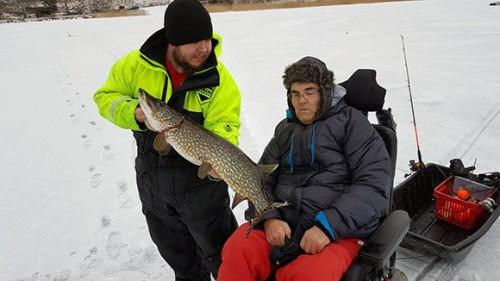 isfiskepremiär för kjelle i detta fiskereportage i webbtidningen fiskemagasinet.se