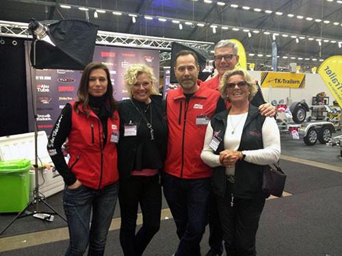 Kvinnor Fiskar Vackrare & ABU, från vänster Solle Rask-Nielsen , Sanne Sörensen, Claes Claesson Svartzonker, Olle Lidesjö, Suzanne von Köhler